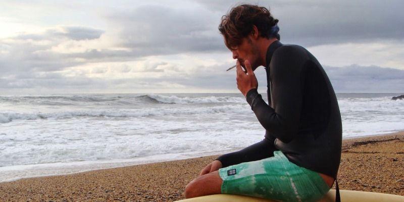 курение и серфинг