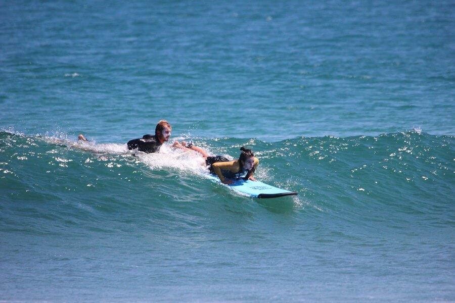 серф-инструктор на Бали